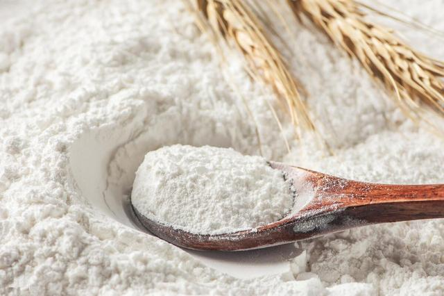 买面粉,不是越白越好,先看袋子上的标准号,轻松买到好的面粉